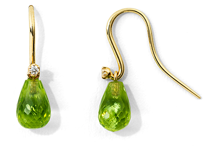 Enkla-droppörhängen-med-peridoter-och-små-briljanter-från-Atelier-Ajour