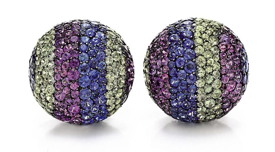 Violblå örhängen i smaragder som representerade Elisabeth Taylors ögon