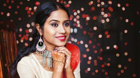 Indisk kvinna med smycken