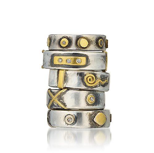 Ringar från Bergsoe Jewellery i silver och 18K och 22K guld.