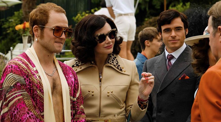 Pärlörhänge trendar i film och mode