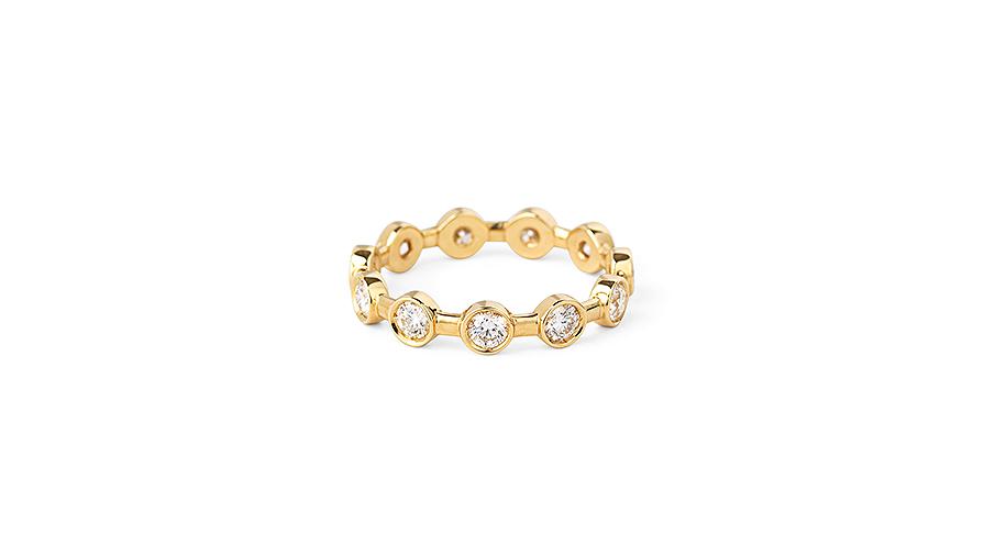 ring från Josina med diamanter kring hela smycket