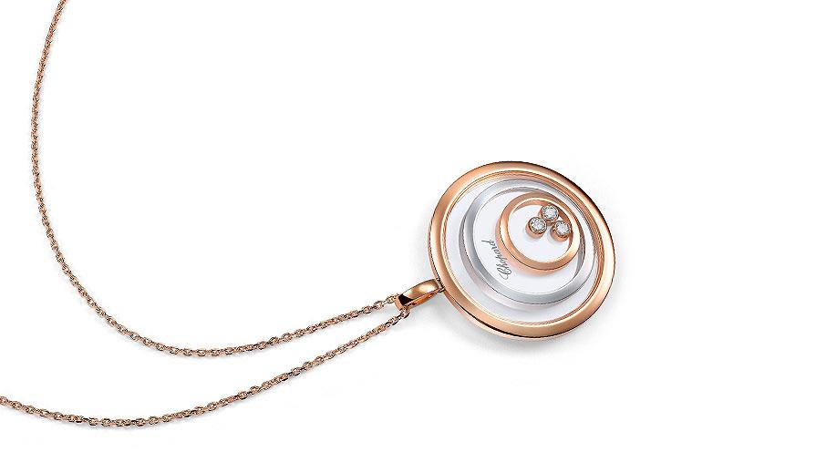 Halsband av Chopard visar på lekfull smyckesdesign.