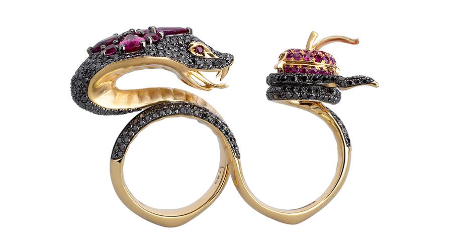 Lekfull design i ringen Adam&Eve av den brittiske juveleraren Stephen Webster.