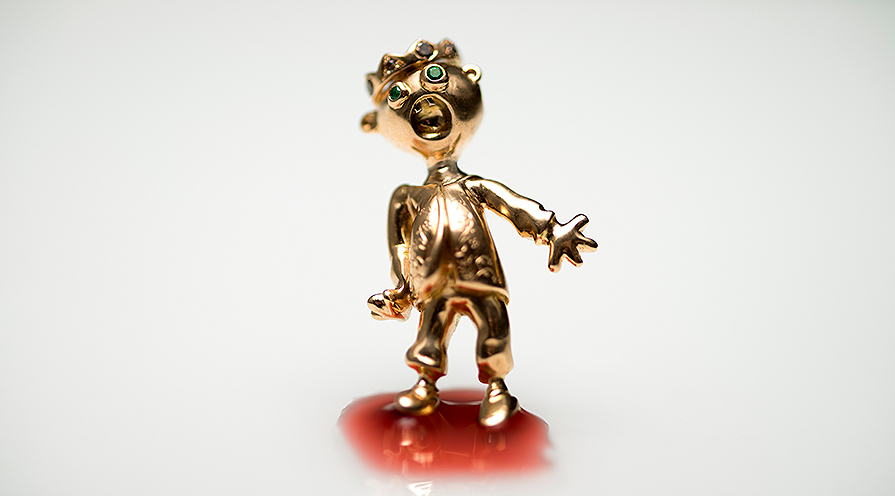 ring skrikungen i guld visar på lekfull smyckesdesign från Guldapan.
