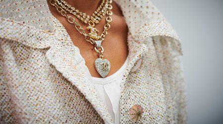 Halsband från Chanels Ready to wear-visning sommaren 2020 smyckestil.