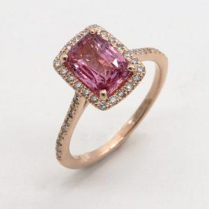 Ring med stor rosa sten