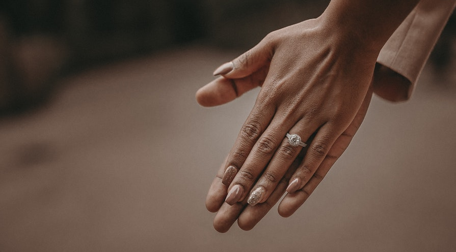 Ring prydd i diamanter