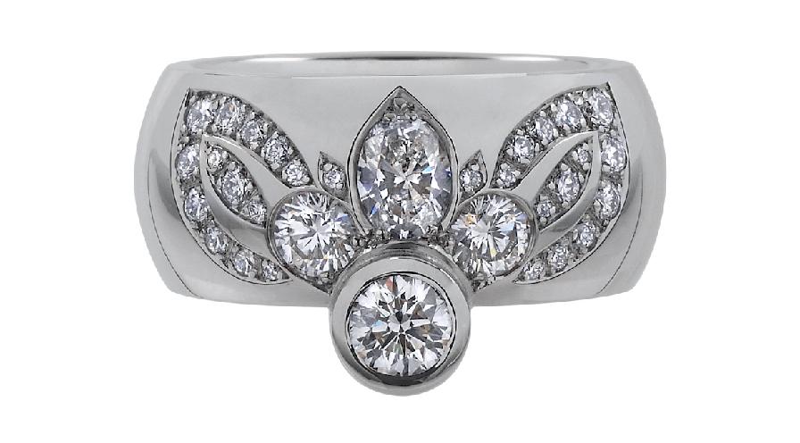 Diamanter i ring av goldbar papillon