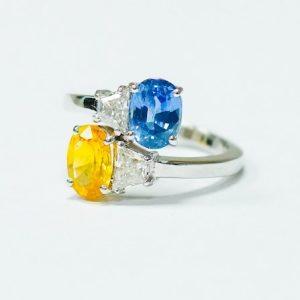 gul-och-blå-sten-i-ring