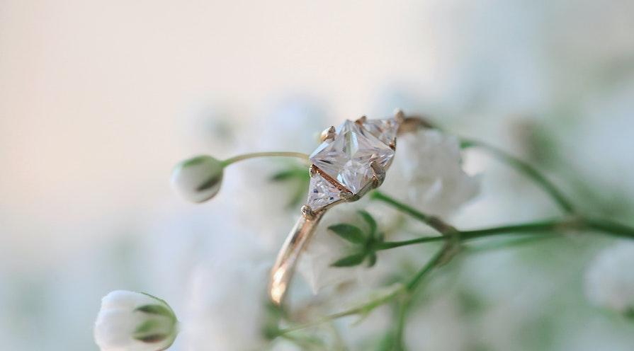 Trestensring av diamanter