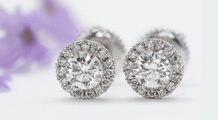 Örhängen av diamanter