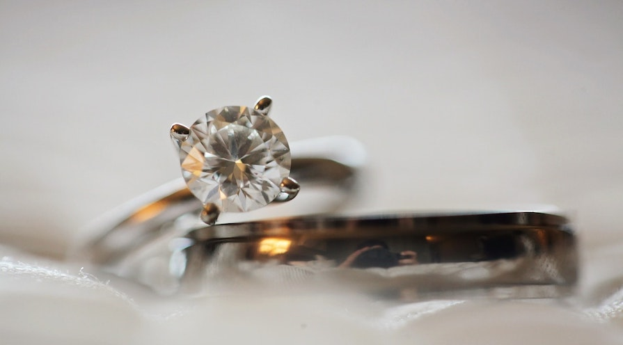 Färgad diamant ring