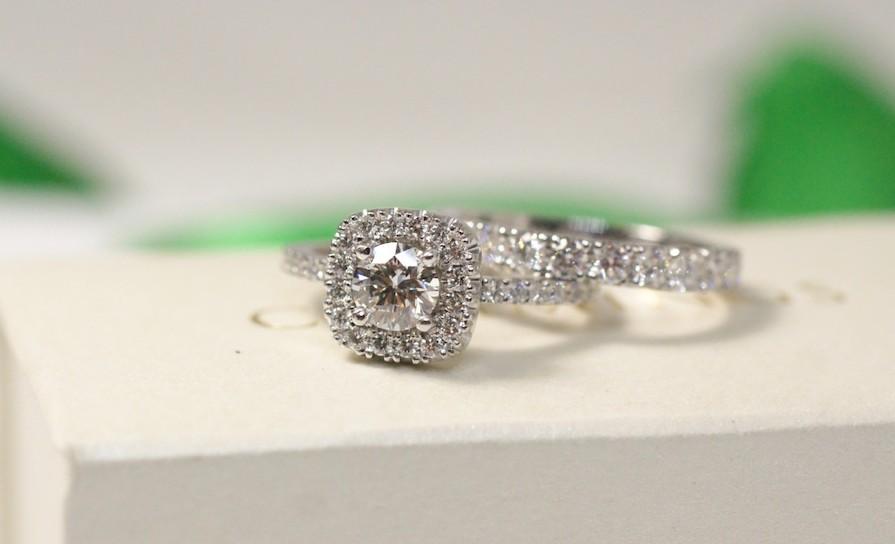 Vackra juvelprydda ringar från Josefin Cummings