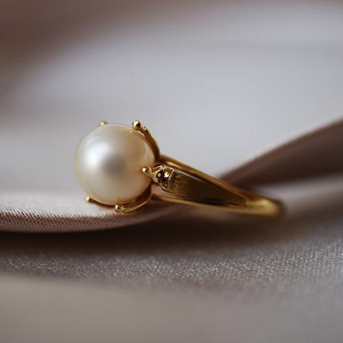 Guldring med pärla