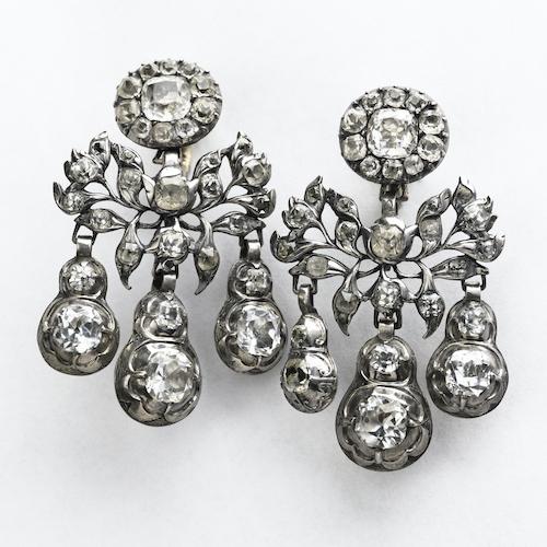 Örhängen i silver med bergskristall