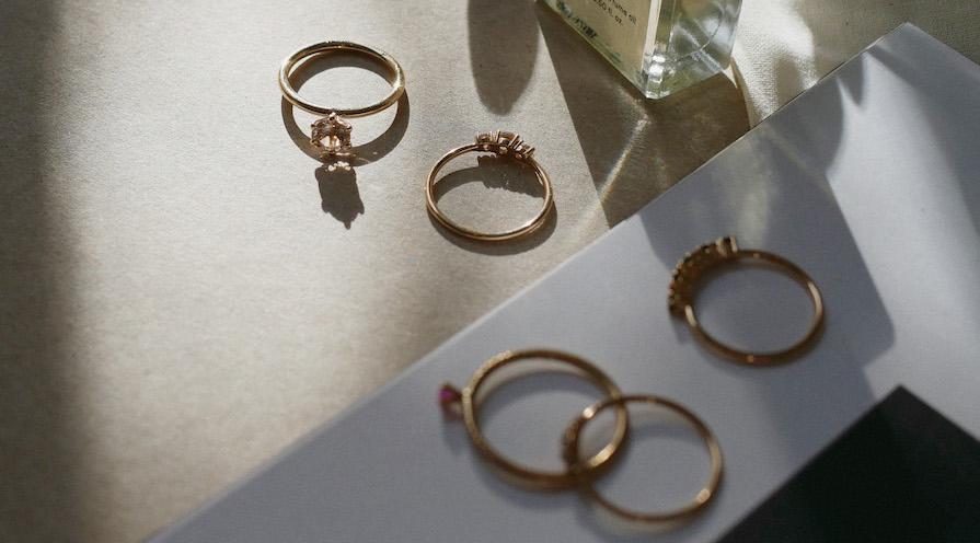 Vackra guldringar från ovan - köpa smycken till sig själv