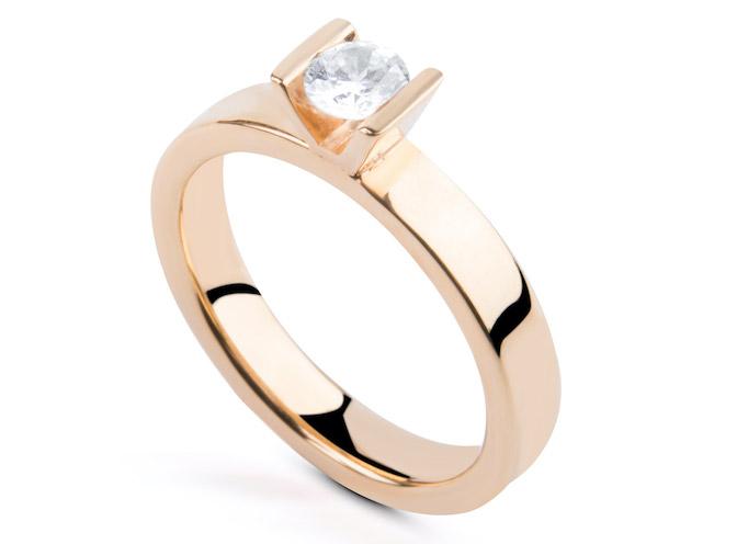 ring med v-fattning från annika gustavsson jewellery