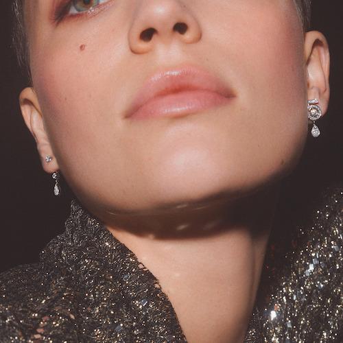 Örhängen i form av en femma från Chanel