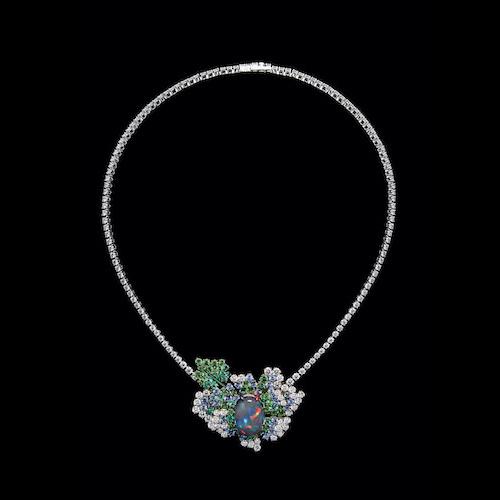 Halsband i vitt och rosa guld med diamanter från dior