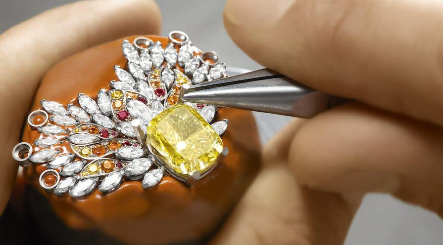 High jewelry från Piaget med en stor gul diamant