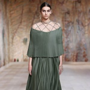 grön klänning med cut outs från dior