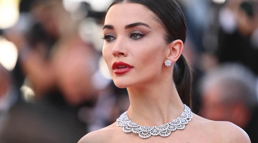 Amy Jackson bär en diamantcollier från Chopard