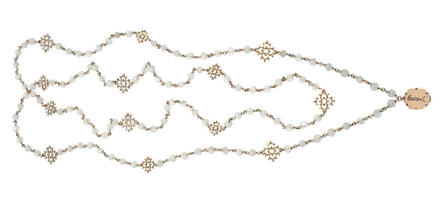 halsband av rosarybeads
